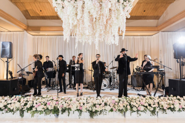 Brandon Kidd Photography Hallett entertainment 600x400 - 3 Wedding Music Mistakes And How To Avoid Them